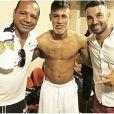 Neymar desembarcou no Brasil para passar as festas de final de ano