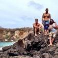 Bruno Gagliasso curte férias ao lado de amigos em Fernando de Noronha
