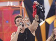 Lucas Lucco ganha calcinha e sutiã arremessada por fã no 'Legendários'