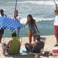 Emanuelle Araújo, Eriberto Leão e Arthur Aguiar em gravação da novela 'Malhação' em praia do Rio