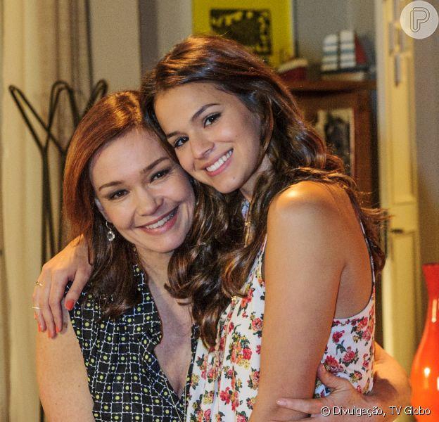 Bruna Marquezine vira 'sombra' da mãe na novela 'Em Família' no exterior