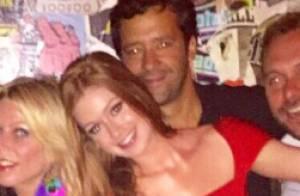 Marina Ruy Barbosa se diverte em festa ao lado do namorado, Caio Nabuco