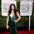 Travesti barbada Conchita Wurst chamou a atenção no tapete vermelho do Globo de Ouro 2015