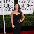 Gina Rodriguez apostou em vestido da grife  Badgley Miscka para sua chegada no evento