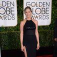 Jennifer Aniston apostou na cor preta e um mix de texturas em um modelito Saint Laurent