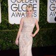 Anna Faris usou um vestido longo nude, com detalhes delicados, para passar pelo red carpet do Globo de Ouro