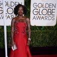 Elegante, Viola Davis usou um tomara que caia longo vermelho