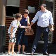 Renata Vasconcelos e o marido, Miguel Athayde, com o filho mais novo da jornalista, também Miguel