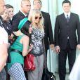 Fergie é fotografada ao chegar no Hotel Fasano, em Ipanema, no Rio de Janeiro, em 2 de abril de 2013
