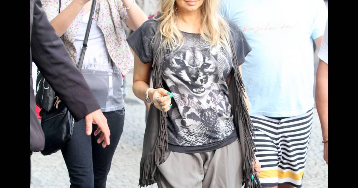 Fergie chega ao Brasil para participar de eventos no Rio