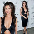 Em novembro de 2011, Selena Gomez compareceu à festa da revista 'Flaunt Magazine' e usou um vestido bem sexy