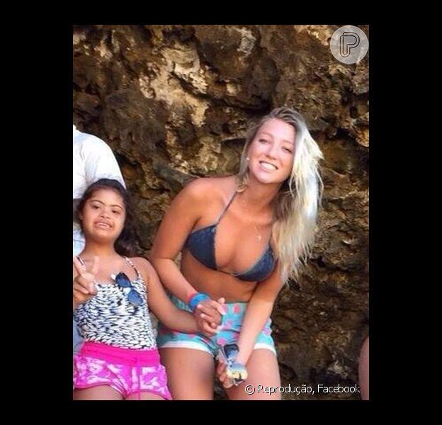 Dixie Pratt, namorada de Romário, alterou sua foto de perfil no Facebook. A cantora agora exibe imagem ao lado da filha caçula, Ivy, do ex-jogador