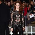 Kristen disse ao portal 'Hollywood Life' que o presente que ganhou este foi foi reatar os laços amorosos com Robert Pattinson. Ela ainda quer um cachorrinho para aumentar a família