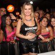 Fernanda Keulla recebe o carinho dos fãs no festival Guetho Square, em Belém do Pará