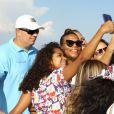 Queen Latifah faz selfie em visita ao Cristo Redentor, no Rio
