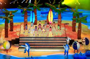 Katy Perry canta seus maiores sucessos no intervalo do Super Bowl. Veja fotos!