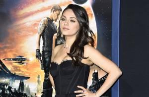Mila Kunis aparece mais magra em lançamento de filme 4 meses após dar à luz