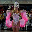 Ellen Rocche é a rainha de bateria da Rosas de Ouro, quinta escola de samba a desfilar em São Paulo