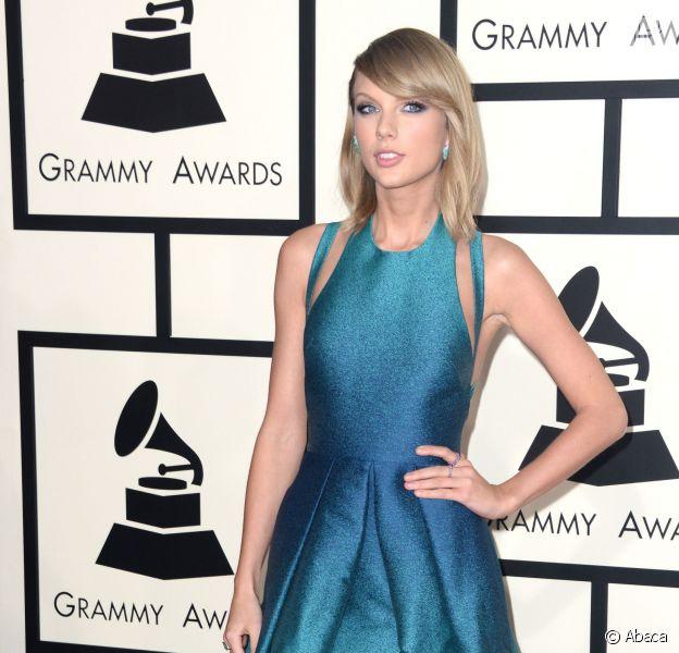 Taylor Swift veste Elie Saab no Grammy Awards 2015
