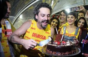 Alexandre Nero celebra aniversário de 45 anos com elenco de 'Império' na Sapucaí