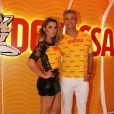 Flávia Alessandra e Otaviano Costa recepcionam os convidados no Camarote Devassa