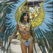Vestida de Cleópatra, Carla Prata mostra demais em desfile da União da Ilha