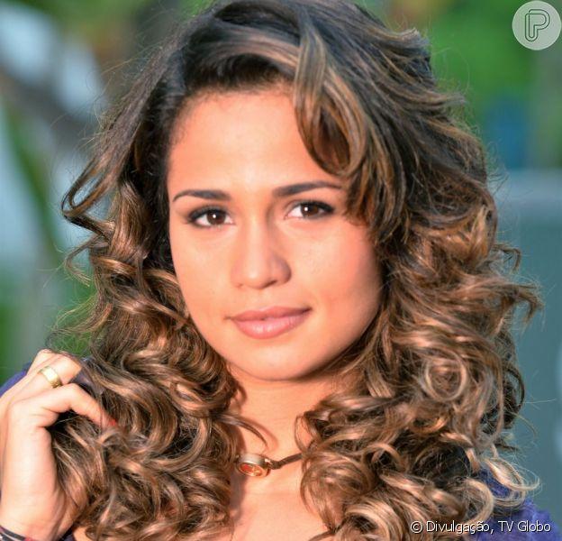 Morena (Nanda Costa) vai dar trabalho aos bandidos quando chegar em Istambul, em 'Salve Jorge'