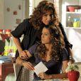 Wanda (Totia Meirelles) leva uma surra de Morena (Nanda Costa)