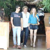 Edson Celulari almoça com o filho Enzo e a namorada, Karin Roepke, em shopping