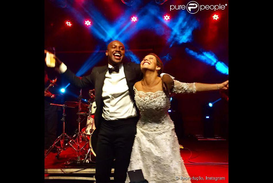Fernanda Souza agradece presença de famosos em seu casamento com Thiaguinho: 'Que todo o amor volte para vocês', escreveu ela na legenda de uma foto postada no Instagram, nesta quarta-feira, 25 de fevereiro de 2015