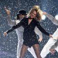 Taylor Swift se apresentou antes de Madonna e abriu o BRIT Awards 2015