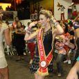 No Carnaval deste ano, Mariana usou a faixa de madrinha da Boneca G, que é uma festa para coroar a transformista torcedora da escola