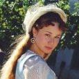 Com o cabelo mais escuro e longo,Mariana Ximenes deu vida à Isabel de Avelar, na novela 'A Padroeira', exibida no horário das seis em 2001