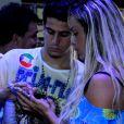Enzo Celulari foi clicado ao lado de Denise Dias, musa da Beija-Flor, durante a festa do campeonato da agremiação no Carnaval 2015