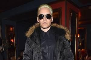 Jared Leto aparece com cabelos loiros em jantar da grife Balmain, em Paris
