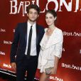 Chay Suede e Laura Neiva não se desgrudaram na festa de lançamento da novela 'Babilônia'