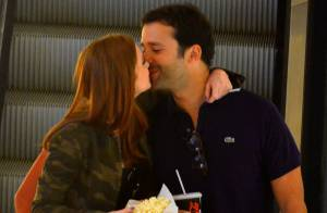 Marina Ruy Barbosa, a Maria Isis de 'Império', beija o namorado durante passeio