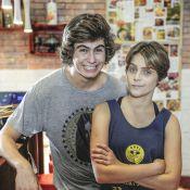Isabella Santoni e Rafael Vitti, de 'Malhação', trocam beijos em restaurante