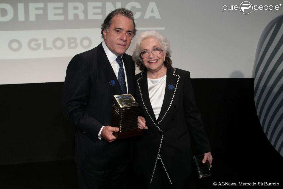 Nathalia Timberg e Tony Ramos recebem homenagens no prêmio Faz Diferença, no Rio, em 18 de março de 2015