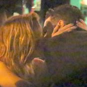 Sophia Abrahão e Sergio Malheiros se beijam e discutem no aniversário do ator