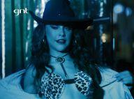 Paloma Bernardi aparece de topless e fantasia sexy como dançarina em série de TV