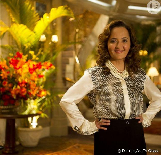 Guiomar (Cláudia Netto) diz a Dionísio (Sérgio Mamberti) que Alberto (Igor Rickli) precisa de tratamento, em 'Flor do Caribe', em 10 de maio de 2013