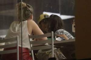 Bruna Marquezine e Neymar são flagrados aos beijos pela primeira vez