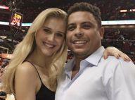 Ronaldo leva a namorada, Celina Locks, para assistir a jogo de basquete nos EUA