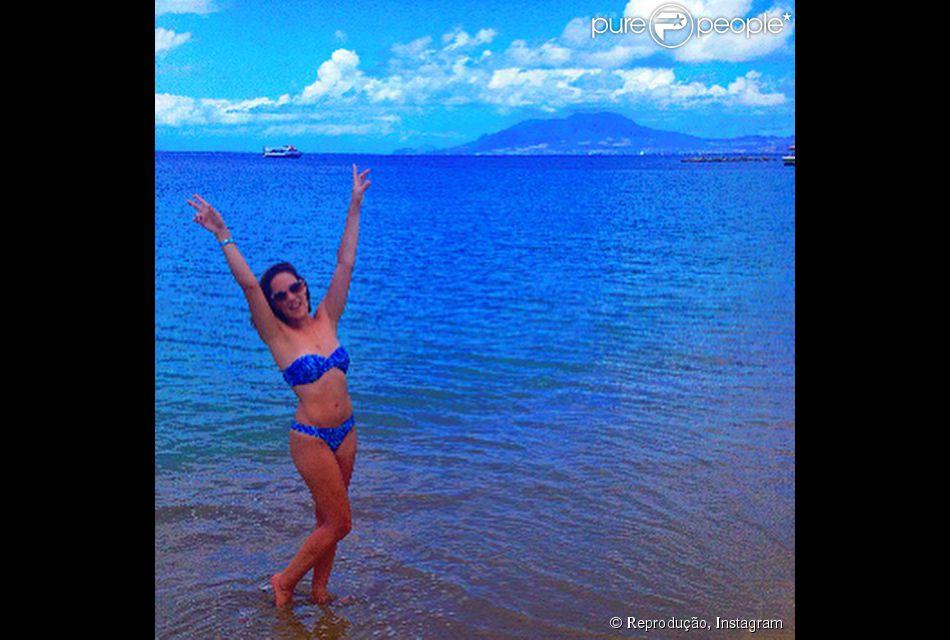 Adriana Birolli posa de biquíni em praia do Caribe e exibe boa forma: 'Tem como não amar?'