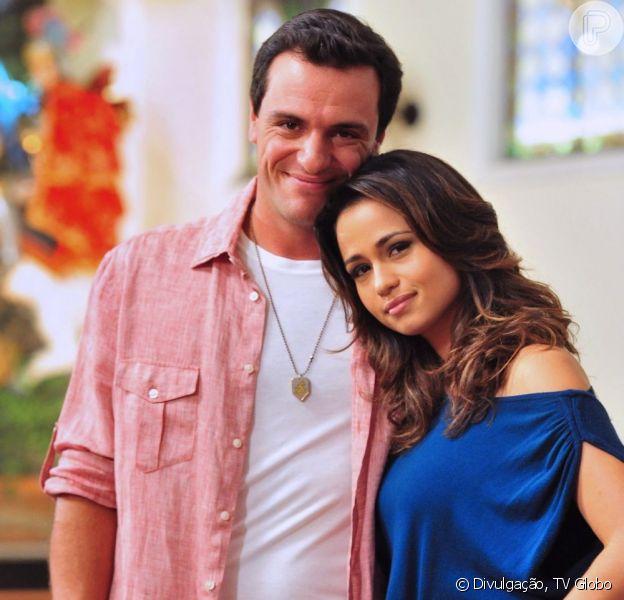Théo (Rodrigo Lombardi) e Morena (Nanda Costa) voltam juntos e com a filha nos braços para o Brasil no último capítulo de 'Salve Jorge', em 17 de maio de 2013
