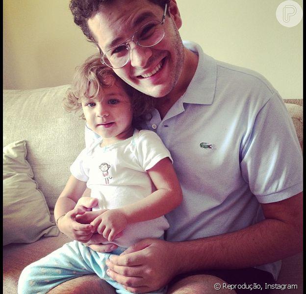 Pedro Leonardo comemora alta da fisioterapia e da fonoaudiologia um ano após grave acidente. O cantor, que é pai de Maria Sophia, dividiu a novidade com os seus seguidores no Instagram, em 13 de maio de 2013