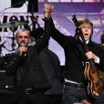 Paul McCartney canta com Ringo Starr no Rock And Roll Hall of Fame