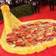 O modelito ousado de Rihanna dividiu opiniões e virou motivo de muitas piadas na internet