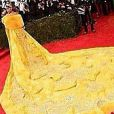 Internauras simulam o passo a passo de uma omelete para fazer brincadeira com o vestido de Rihanna